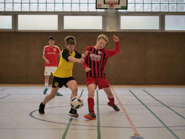 """In den Vorrundenspielen konnten sich """"8 gegen Willi"""" (in Rot) für das Halbfinale qualifizieren und beendeten das Turnier anschließend siegreich. (Foto: C. Scholz/SMMP)"""