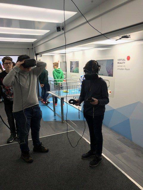 Eintritt in die virtual reality (Foto: Lügger/SMMP)