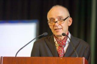 Dr. Eduard Maler am Mikrofon: Manche werden ihn als billanten Redner vermissen. Foto: SMMP/Ulrich Bock