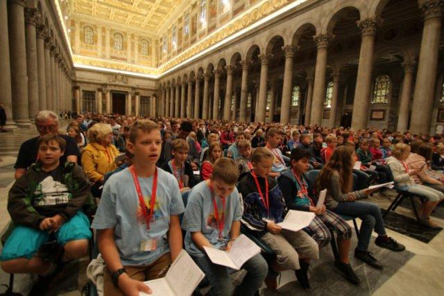 Beeindruckend ist die Atmosphäre beim Schulgottesdienst in der Papstbasilika St. Paul vor den Mauern. Foto: (SMMP/Ulrich Bock)