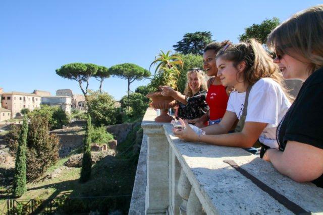 Sightseeing im Forum Romanum. Das optionale Angebot haben viele Oberstufenschüler gerne angenommen. (Foto: SMMP/Ulrich Bock)